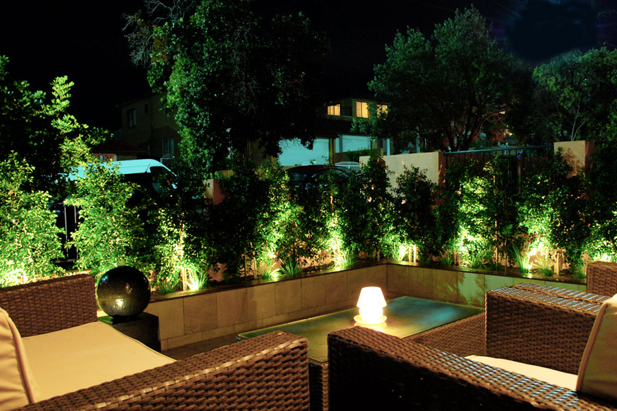 Come illuminare il giardino tutto quello che cè da sapere punto luce