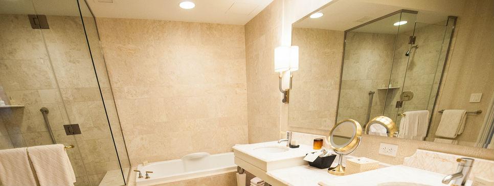 Come scegliere l illuminazione per il bagno punto luce - Illuminazione per bagno ...